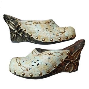 Eclectic Art to Wear Rustic Gold Painted Clogs 6.5